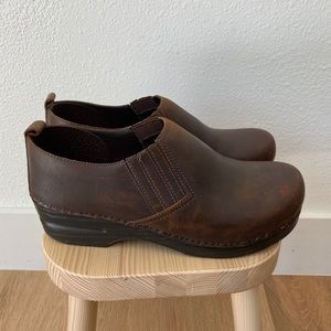 Dansko | Piet Wedge Slip-On Clogs Oiled Leather